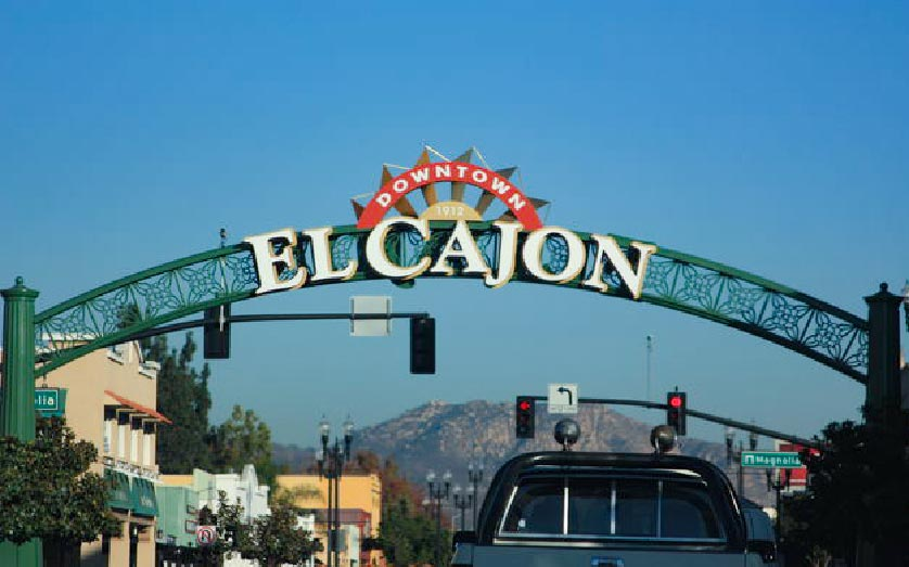El Cajon sign from street level